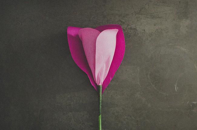 diy-giant-paper-rose-12 (650x429, 42Kb)