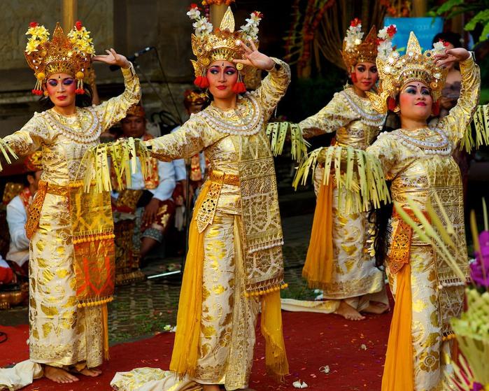 Panyembrahma-dancers-x-3-1 (700x559, 179Kb)