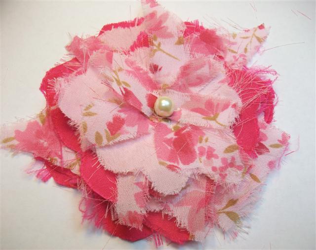 Рваные цветы из ткани для украшения