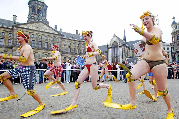 купальный сезон в амстердаме фото (700x465, 120Kb)