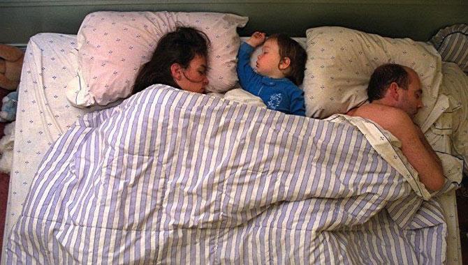 позы ребенка во сне (670x380, 89Kb)