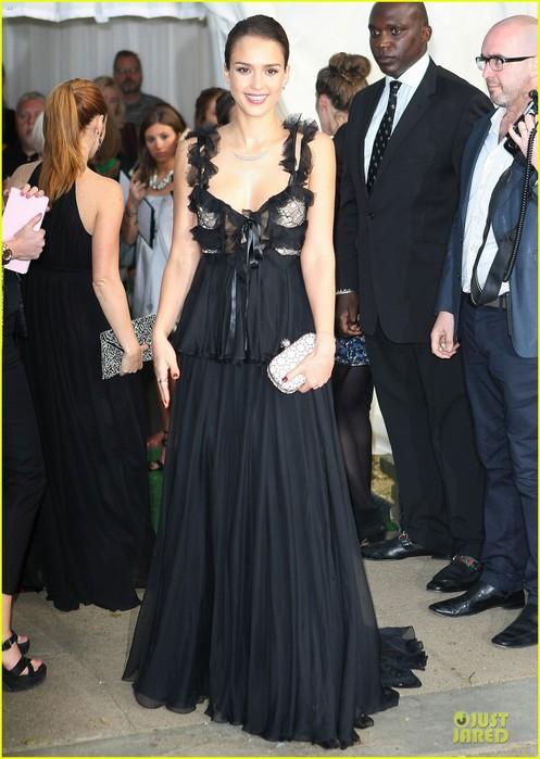 jessica-alba-glamour-awards-08 (497x700, 88Kb)