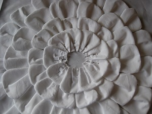 Layered Petal Pillow Tutorial 018Р° (300x225, 72Kb)
