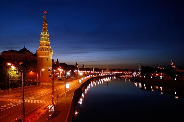 НОЧЬ набережная у кремля (600x399, 45Kb)