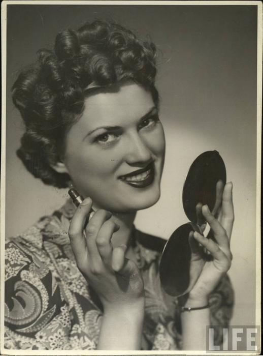 glamourdaze-1940s-lipstick1 (518x700, 236Kb)