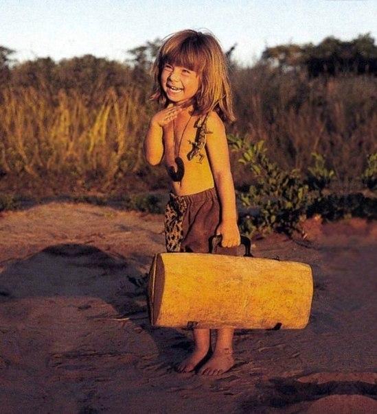 Девочка с африканскими животными1 (549x604, 276Kb)