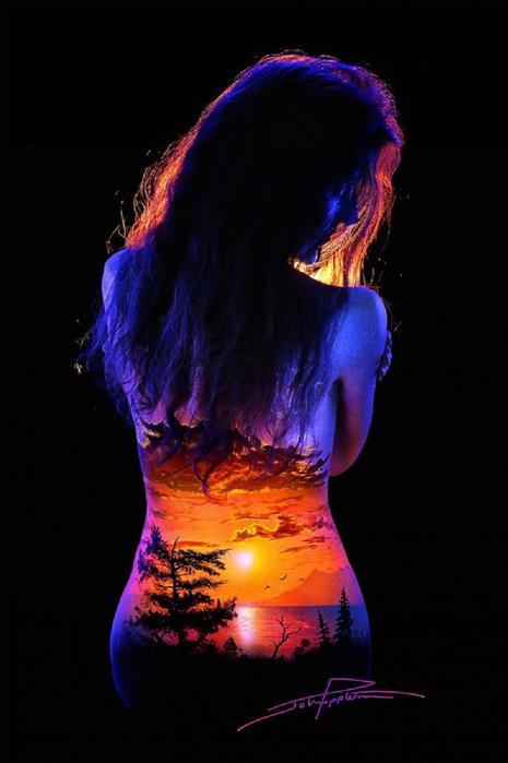 16983760-R3L8T8D-1000-de-magnifiques-paysages-fluorescents-peints-sur-des-corps-feminins20[1] (465x700, 238Kb)