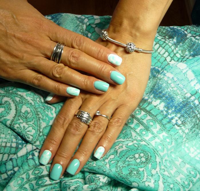 Ногти на загорелых руках