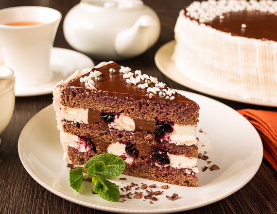 shokoladnyi-tort-so-smorodinoi (570x441, 312Kb)
