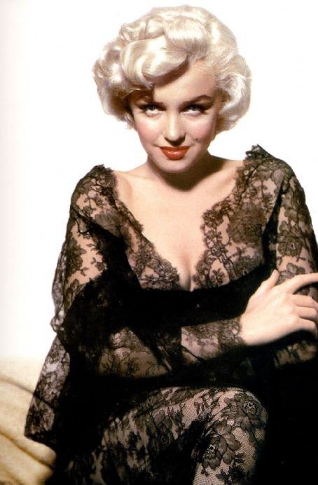 Замечательная блондинка Аманда Юэлл