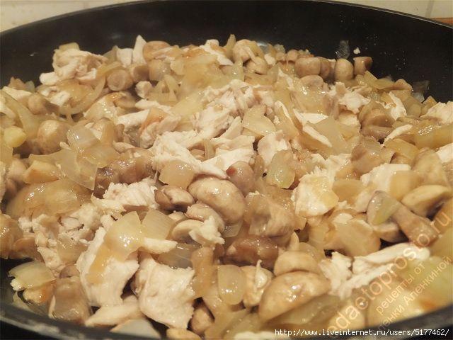Кусочки курицы тоже отправляем на сковороду. пошаговое фото приготовления жульена из курицы с грибами/5177462_8 (640x480, 141Kb)