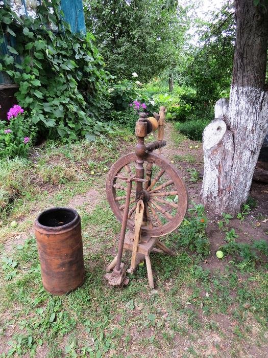 В саду у Лямзиных глиняная труба на крышу (525x700, 651Kb)