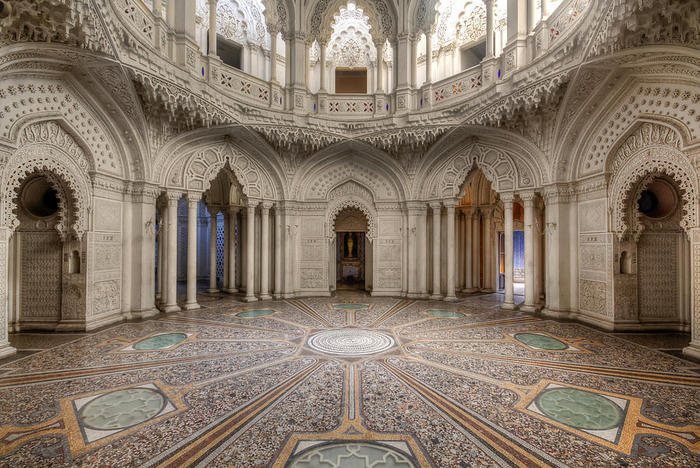Замок Саммеццано. Зала в мавританском стиле.