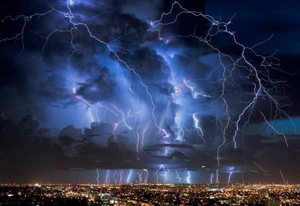 Вспышки молнии связаны с проявлениями