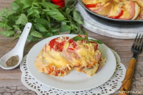 Закусочный пирог по-быстрому с сыром, колбасой и помидорами (4) (500x333, 135Kb)