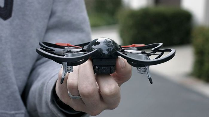 micro-drone-10 (700x393, 30Kb)