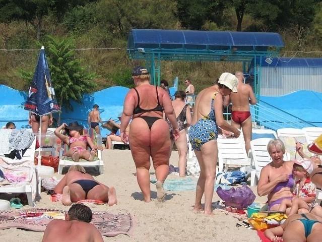 фото женщин в стрингах на пляже