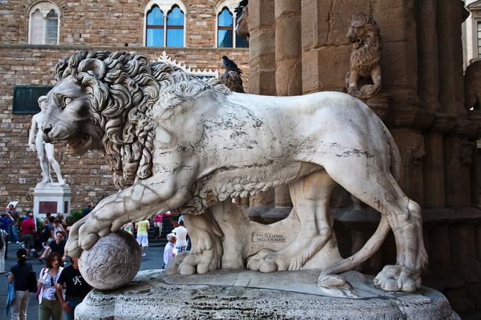 Геральдический лев (700x466, 138Kb)