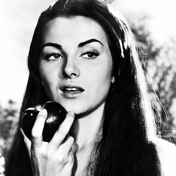 Кристиан Мартель, Франция. «Мисс Вселенная — 1953». 18 лет, рост 167 см. (700x700, 265Kb)