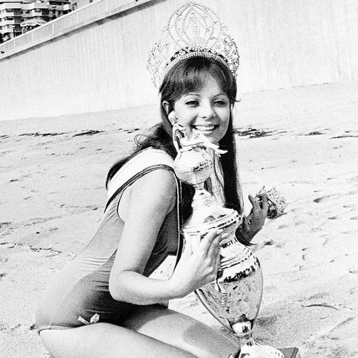Марисоль Маларет, Пуэрто-� ико. «Мисс Вселенная — 1970». 21 год, рост 173 см. (700x700, 307Kb)