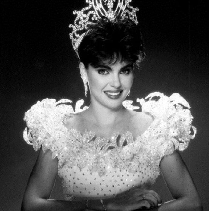 Барбара Паласиос Tейде, Венесуэла. «Мисс Вселенная — 1986». 22 года, рост 173 см. (694x700, 239Kb)