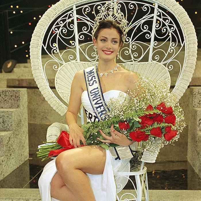 Дайанара Торрес, Пуэрто-� ико. «Мисс Вселенная — 1993». 19 лет, рост 174 см, параметры фигуры 89−60−90. (700x700, 637Kb)