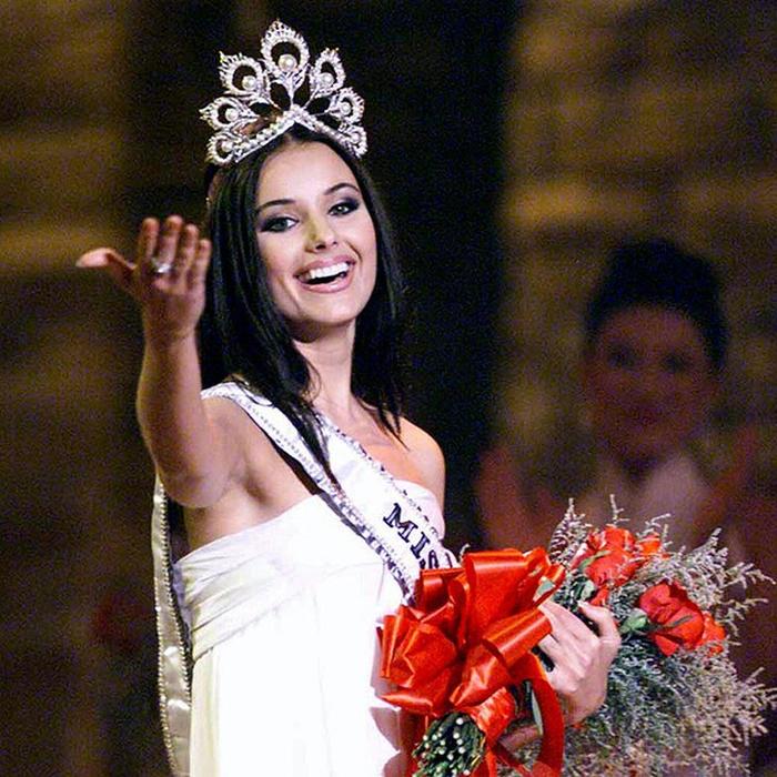 Оксана Фёдорова, � оссия. «Мисс Вселенная — 2002». 24 года, рост 178 см, параметры фигуры 88−64−93. (700x700, 574Kb)
