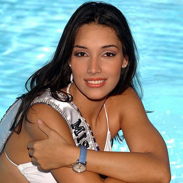 Амелия Вега, Доминиканская республика. «Мисс Вселенная — 2003». 19 лет, рост 186 см, параметры фигуры 88−60−90. (700x700, 487Kb)