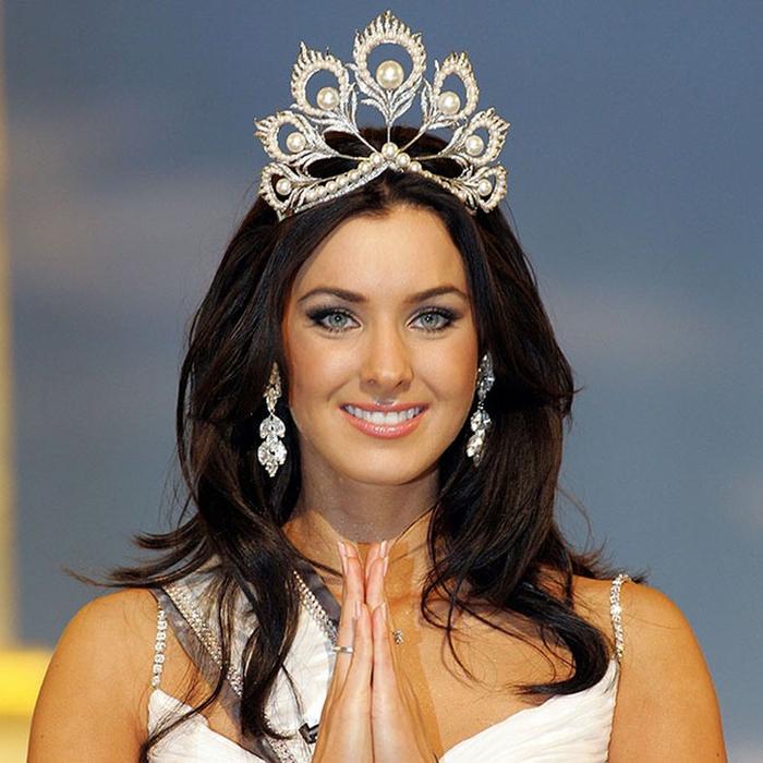 Наталья Глебова, Канада (родом из города Туапсе Краснодарского края). «Мисс Вселенная — 2005». 24 года, рост 180 см, параметры фигуры 87−62−91. (700x700, 444Kb)