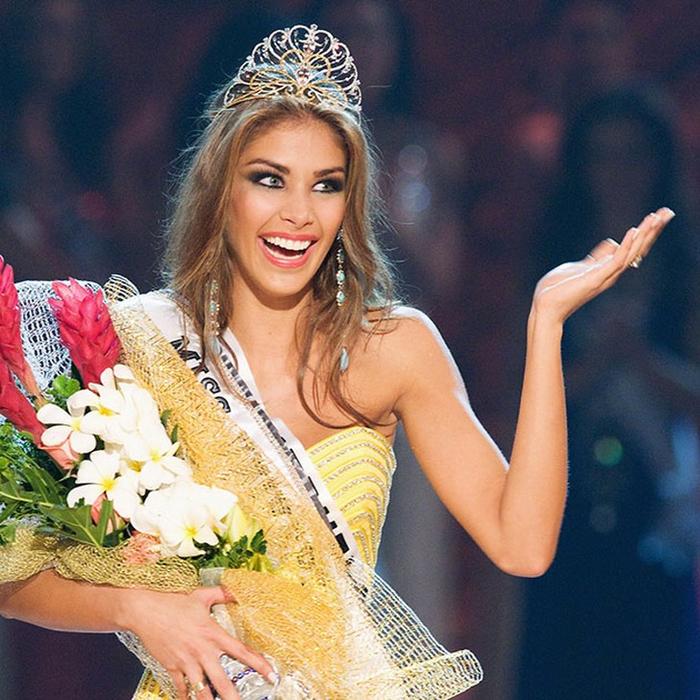 Дайана Мендоса, Венесуэла. «Мисс Вселенная — 2008». 22 года, рост 178 см, параметры фигуры 88−60−90. (700x700, 548Kb)