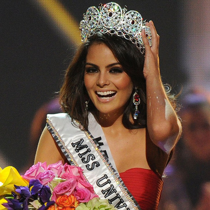 Химена Наваррете, Мексика. «Мисс Вселенная — 2010». 22 года, рост 174 см, параметры фигуры 88−60−90. (700x700, 507Kb)