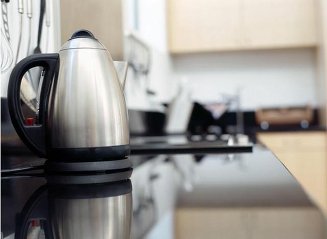 Как почистить от накипи электрический чайник