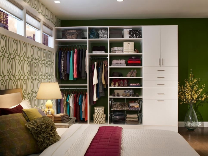 CI-Closet-Maid_master-suite-white-loft_s4x3.jpg.rend.hgtvcom.966.725 (700x525, 234Kb)