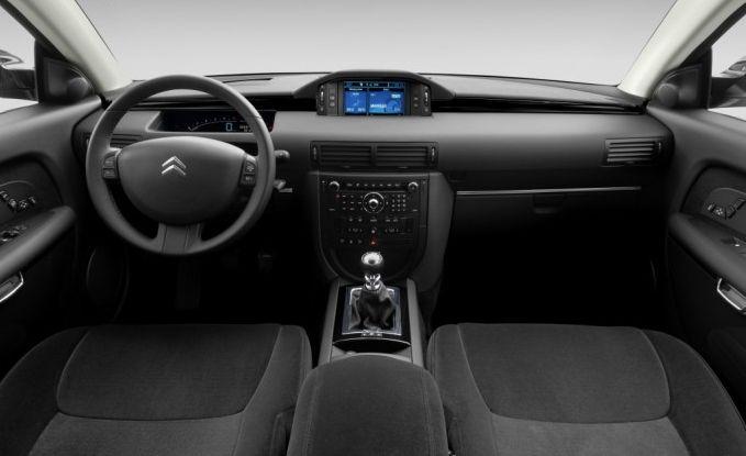 едан Citroen C6 – сочетание элегантности и комфорта и высоких технологий.