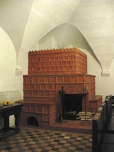 Глиняные печные изразцы XVI век. Русская печь в Казенной палате. (385x512, 35Kb)