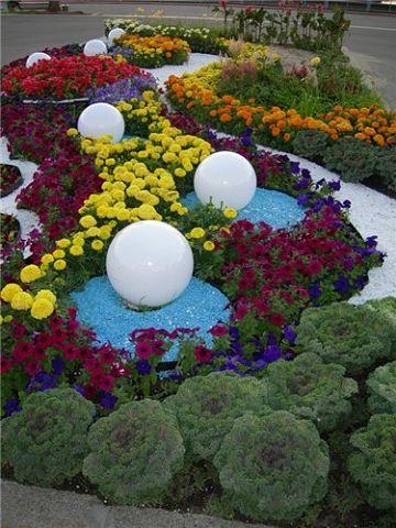 садовые клумбы фото многоярусные клумбы.
