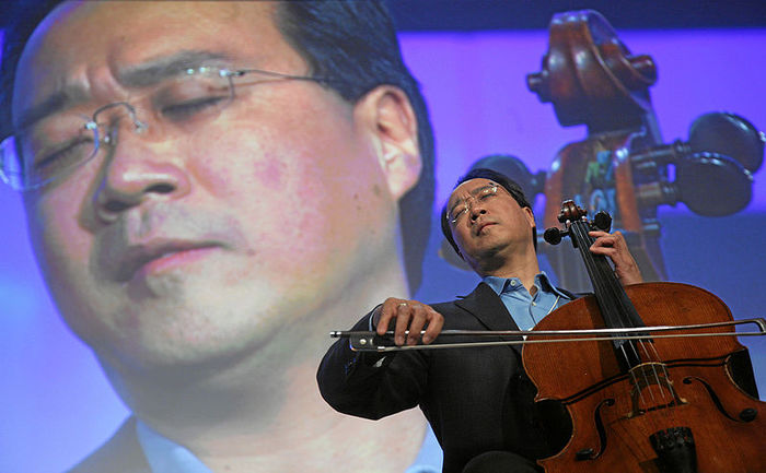 800px-Yo-Yo_Ma_-_World_Economic_Forum_Annual_Meeting_Davos_2008 (700x433, 57Kb)