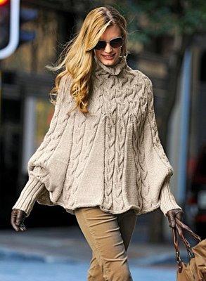 Великолепное пончо с манжетами и воротником связано спицами узором из кос.  Модель из журнала The Knitter...