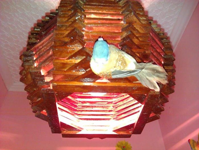 svetilnik-lustra-iz-dostochek1 (700x527, 297Kb)