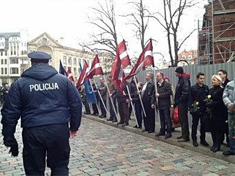 Латвия - шествие фашистов (340x255, 33Kb)