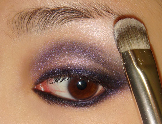 pink-blue-smoky-eye-makeup-tutorial-step7 (550x422, 64Kb)