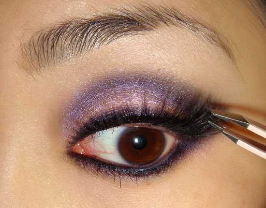 pink-blue-smoky-eye-makeup-tutorial-step9 (550x430, 62Kb)