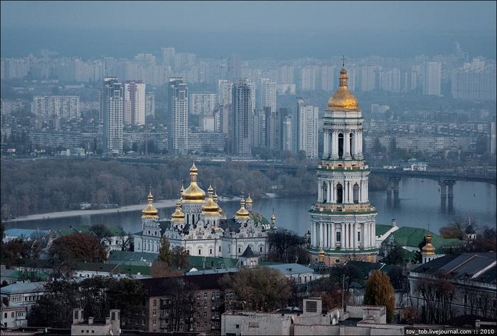 1332504109_KyivPecherskLavra_foto_from_air_84123011_41_nemnogo_foto_naposledok (699x472, 163Kb)