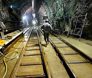 Странные люди в метро (295x249, 306Kb)