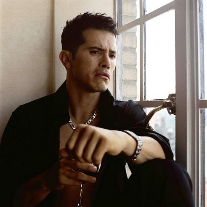 Плачущие мужчины фотографа Сэм Тэйлор-Вуд - John Leguizamo (700x700, 73Kb)