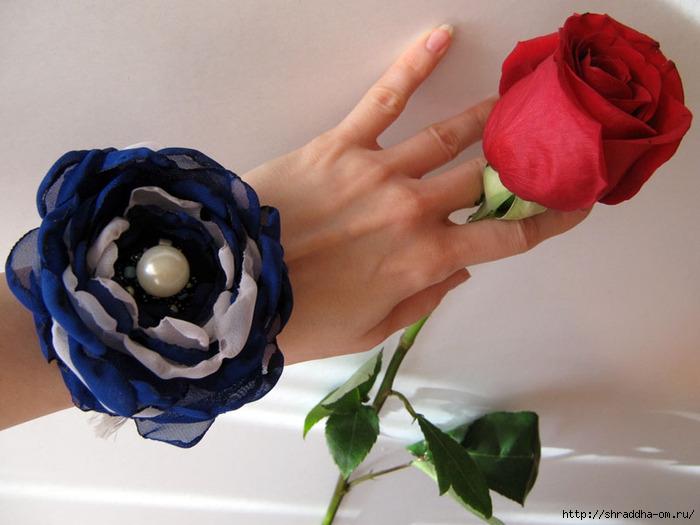 браслет hand made синяя роза, автор Shraddha, 1 (700x525, 183Kb)