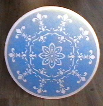 стол голубой (349x360, 38Kb)