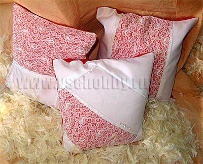 Украшаем подушки кружевами