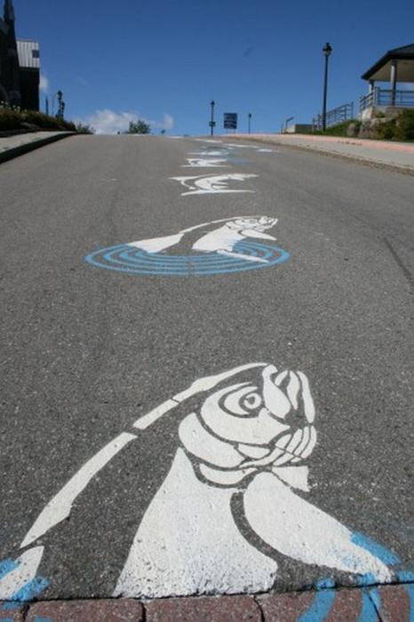 Граффити стрит-арт художника Roadsworth 32 (466x700, 262Kb)