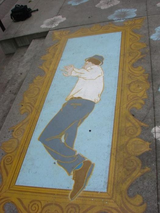 Граффити стрит-арт художника Roadsworth 34 (525x700, 327Kb)